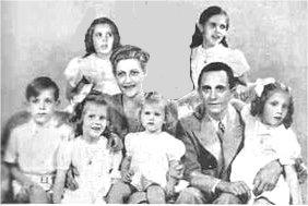 گوبلز با همسر و شش فرزندش