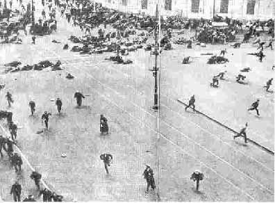 منظره يك خيابان سن پترزبورگ (پتروگراد) در جريان انقلاب