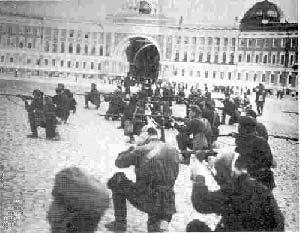 کاخ زمستانی سن پترزبورگ در محاصره بلشویکهای مسلح