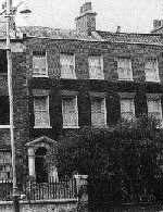 دکتر پارکینسون دو قرن پیش در این خانه درلندن زندگی می کرد که همچنان نگهداری می شود