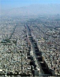 گوشه ای از تهران متراکم، پردود و پر جمعیت (سال 2005)