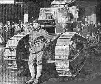 یک تانک ( مدل همان زمان ) و یک سرباز فرانسوی در یک خیابان فرانکفورت در1920