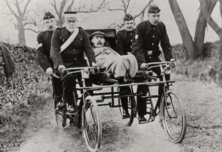 کمک های اولیه , اولین آمبولانس