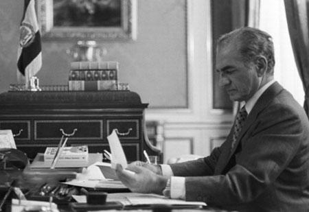 عکس های شاه در دفتر کارش, محمدرضا شاه