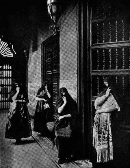 پوشش زنان تاپاداس لیمناس, تاریخ و تمدن