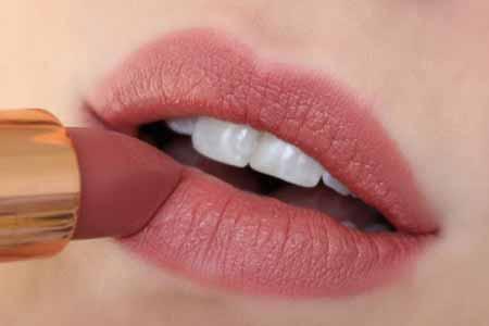 مناسب ترین رژ لب ها برای پوست های روشن,آرایش لب, رنگ رژ لب
