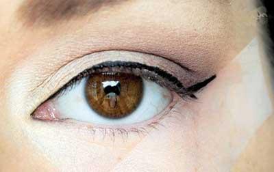 آموزش زیبایی: چشمان ریز را درشت کنید