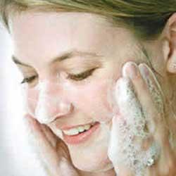 شستن صورت,افراط در شستن صورت,انتخاب نادرست شوينده