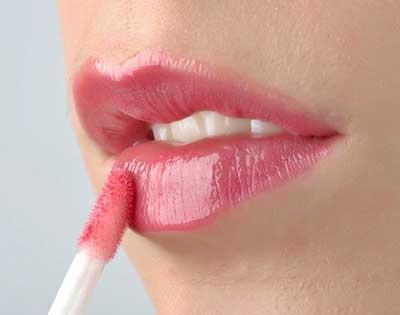 با یک آرایش حرفه ای لب های تان را برجسته و زیبا کنید
