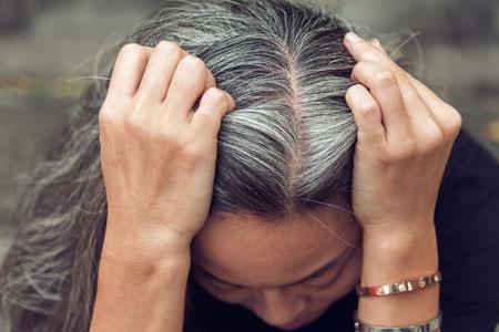 سفید شدن تار مو