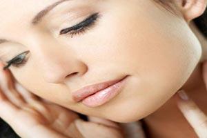 پاک کردن آرایش با صابون باعث خشکی پوست میشود