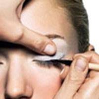 خط چشم  آرایش روزرا بیشتر جلوه می کند