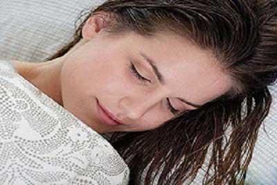 خواب با موی خیس