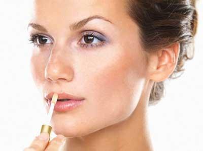 10 اشتباه بزرگ در آرایش صورت که هر روزه انجام می دهید