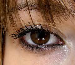 بهترین ارایش و رنگ سایه و خط چشم برای چشمان قهوه ای