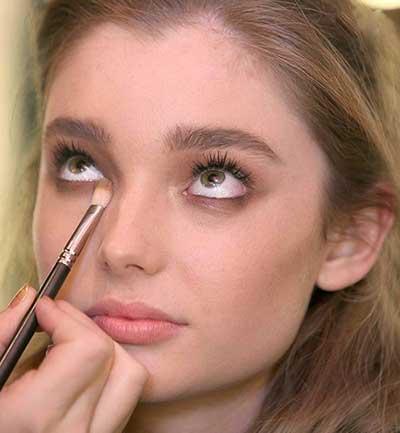 درشت کردن چشم با آرایش