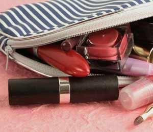 خطرات جدی در کیف آرایشی