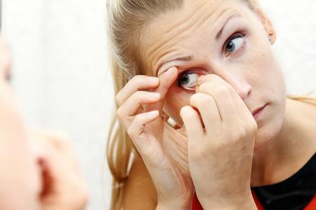 طریقه گذاشتن لنز, طرز گذاشتن لنز, نحوه گذاشتن لنز