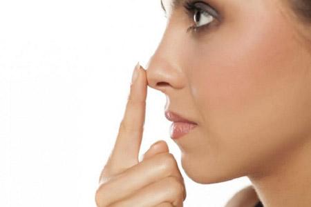 از بین بردن قوز بینی با آرایش, کوچک نشان دادن بینی قوزدار با آرایش, ترفندهایی برای رفع قوز بینی با آرایش