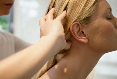 آیا ماساژ پوست سر میتواند به رشد مو کمک کند,ماساژ پوست سر,روشهای ماساژ سر برای رشد مو