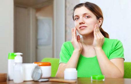 کرم روشن کننده پوست,کرم روشن کننده پوست چیست,مزایای کرم روشن کننده پوست