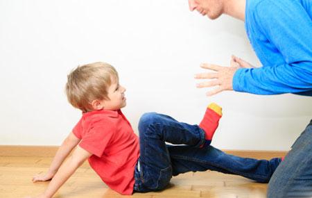 اهمیت کودکی که والدینش را میزند,کودکی که دست بزن دارد,کودک عصبی