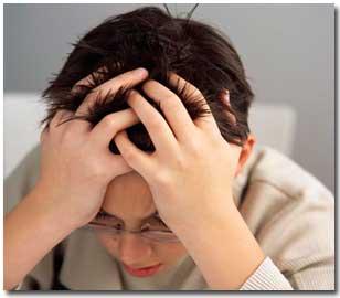 حمله میگرنی, افراد میگرنی, تحریک میگرن, سر درد های میگرنی, درمان میگرن,میگرن, غذاهایی که میگرن را تحریک می کنند, دردهای میگرنی
