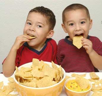 5 نشانه که فرزندتان زیاد غذا می خورد