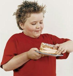 اگر فرزندم در معرض خطر چاقی باشد، چه باید بکنم؟
