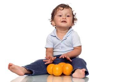 چرا کودک نوپا سرش را به عمد به جایی می کوبد؟
