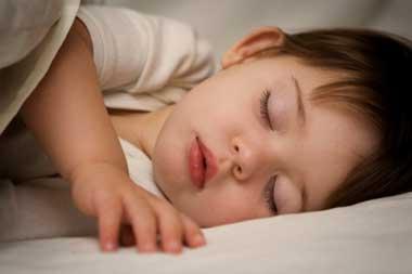 چند روش خوب براي خواباندن نوزادان / نوزاد خود را چگونه بخوابانيم؟