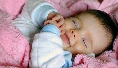 علت لبخند نوزاد در خواب,خندیدن نوزاد در خواب,علت خندیدن نوزاد در خواب