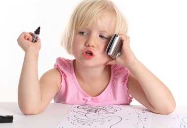 استفاده از موبایل,استفاده از موبایل برای کودکان,مضرات موبایل برای کودکان