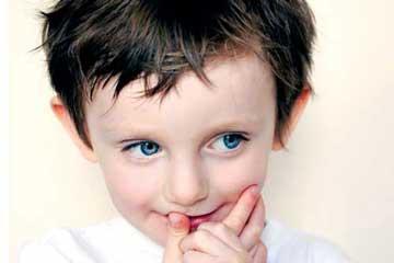 کمرویی کودک,علت کمرویی کودک,درمان کمرویی کودک