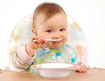 اولين وعده غذايي نوزاد ، چه بايد باشد