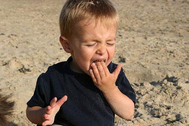 خوردن خاک در کودکان,خاک خوردن اطفال