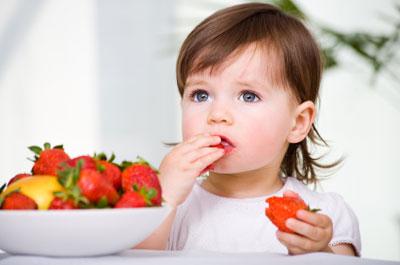 زمان میوه دادن به نوزاد,زمان میوه دادن به کودک