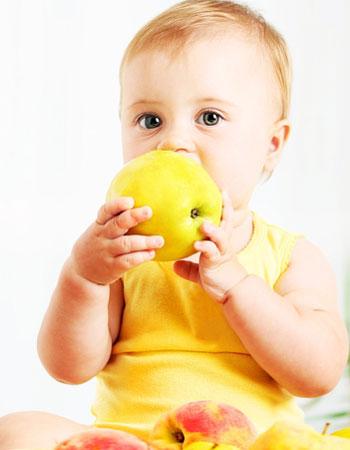 میوه خوردن کودک,میوه های مناسب کودک