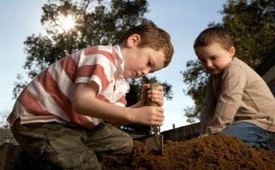 بازی با خاک،فواید خاک بازی برای کودکان