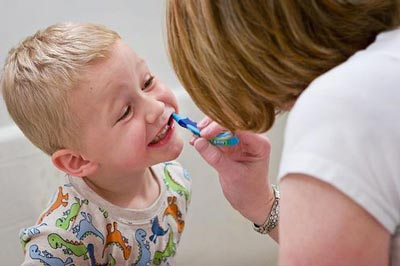 برای کودکان استفاده از فلوراید از چند سالگی باید اغاز شود؟
