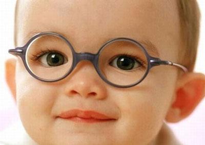 انحراف چشم,انحراف چشم در کودکان