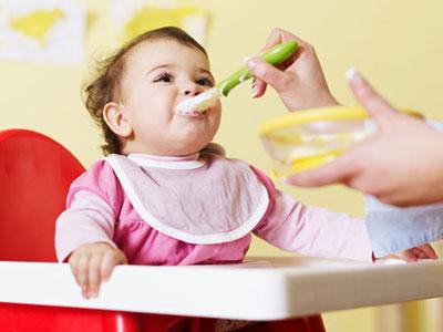 شروع غذای کمکی نوزاد از 4 ماهگی,غذای کمکی نوزاد شش ماهه