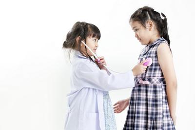 مضرات دکتر بازی برای کودکان