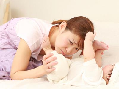 نوزاد خود را چگونه بايد بخوابانيم