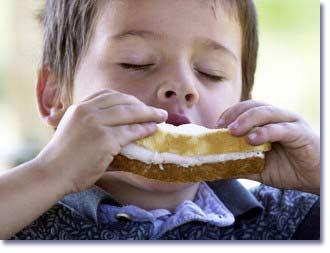 كودكان را به آرام غذا خوردن عادت دهيد