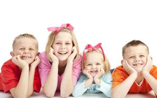 چگونه کودکی شاد و خوشحال بزرگ کنیم