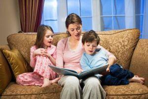 چگونه کودکانمان را با کتابخواندن مأنوس کنیم
