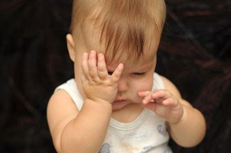 مالیدن چشم در نوزادان,علت مالیدن چشم نوزاد،علل مالیدن چشم در نوزادان