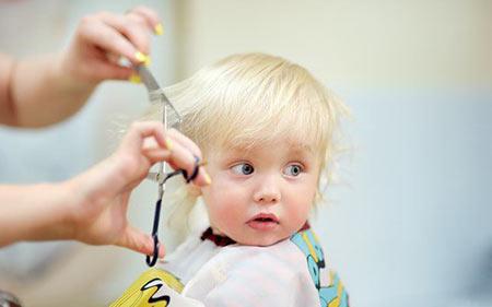 موهای نوزاد را چه زمانی می توان کوتاه کرد