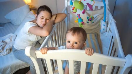 روش خواباندن کودک بعد از شیر گرفتن,نحوه خواباندن کودک بعد از شیر گرفتن,روش خواباندن کودک که از شیر گرفته شده
